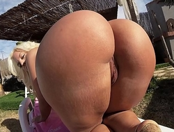 BANGBROS - Blondie Fesser Gets Her Perfect Big Ass Fucked Outdoors
