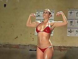 Shemale bodybuilder anal fucks her fan