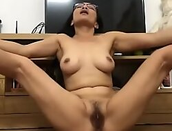 Horny Asian Mature Plays With The brush Pussy