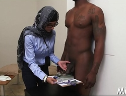 Probe shower arab hottie gets nailed