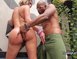 Tranny wanks while sucks cock
