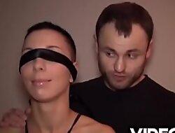 Polskie porno - Cioteczna siostra rucha się jak rakieta, więc postanowiłem wykorzystać jej talent i zorganizowałem akcję z trzema facetami