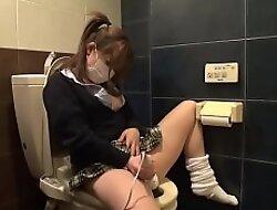 Shiroto Girl fingering herselt till she skirt in public WC