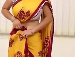Saree aunty beautiful boobs