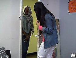 Arab blow job stimulation inside the shower room