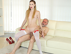 Procreate uses his huge sex experience to satisfy a fresh and very hungry hottie. He gives her a lot of anal pleasures exposed to the couch.