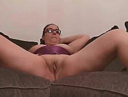 Uk bungler bottomless legs width pussy unlatched