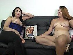 Teste attain sofá da Soraya Carioca com a magnifica Tais Daeva