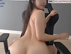 Asian Girl Showing Her Pussy