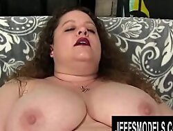 BBW Desi Dae Fucks Her Pussy with a Dildo Before Teasing It with a Vibrator
