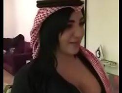 despondent arab girl شاهد كيÙxxx سوÙxxx تخلع ثيابها