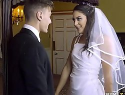 Leigh darby makes unconstrained carolina abril satisfies the brush bloke - exxxtravideos xxx2020.pro