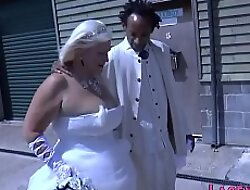 Sixtynining granny bride rides and jerks