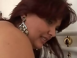 How sexy is my auntie when she porn video naked in the shower!