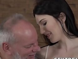 Teen chick pleases an old dog with the brush petite dear body