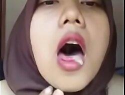Sperma meleleh di buat mainan jilbab cantik versi Full porn  xxx video tt5bQ1