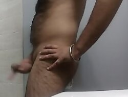 Horny body show