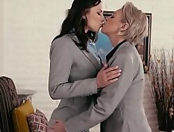 Secretary facesitted by lesbian VIP