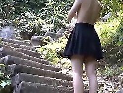 日本の野外露出女子高生