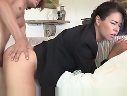 Stepson fucks his Asian stepmom and he really loves quickening