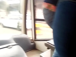 Nena con buen culo en el bus