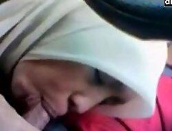 Aksi salwani awek takaful malaysia melayu tudung main dalam kereta